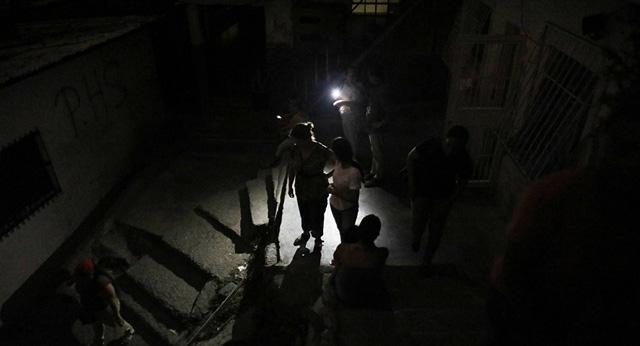 Mất điện ở thủ đô và 16 bang, Venezuela khẳng định bị tấn công - Ảnh 1.