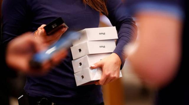 Qualcomm đại chiến Apple: iPhone vẫn được nhập vào Mỹ - Ảnh 1.