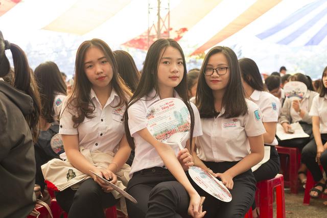 5.000 học sinh Phú Yên rộn ràng ngày Tư vấn tuyển sinh - Ảnh 3.