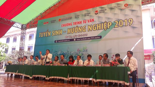 5.000 học sinh Phú Yên rộn ràng ngày Tư vấn tuyển sinh - Ảnh 2.
