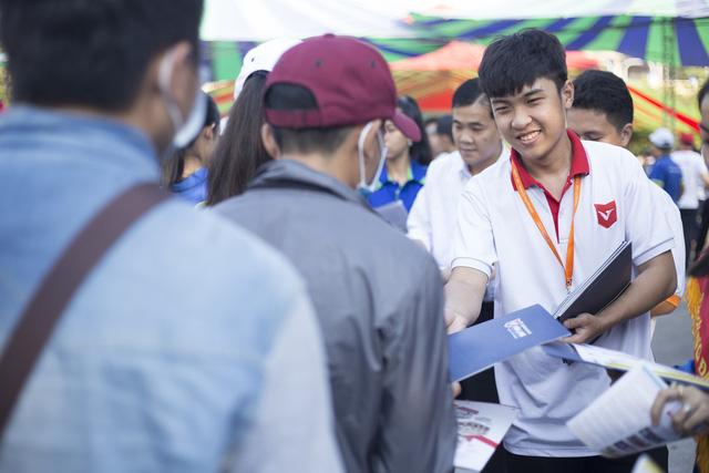 5.000 học sinh Phú Yên rộn ràng ngày Tư vấn tuyển sinh - Ảnh 4.