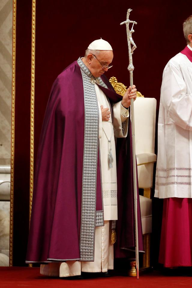 Giáo hoàng Francis ký luật ngăn lạm dụng trẻ em ở Vatican và các đại sứ quán - Ảnh 1.