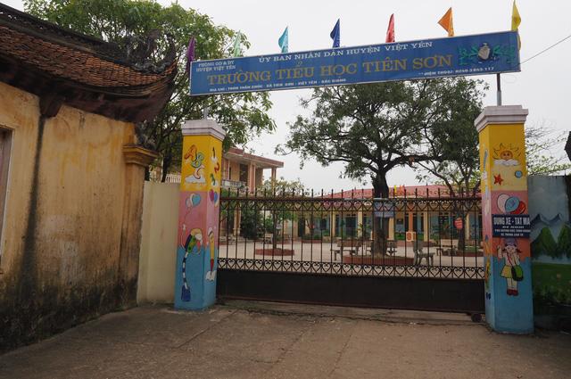 Bộ GD-ĐT yêu cầu xác minh vụ thầy giáo bị tố dâm ô 15 nữ sinh - Ảnh 1.