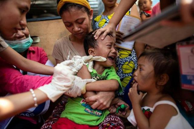 Gần 15.000 người đã nhiễm sởi ở Philippines và vẫn đang tăng - Ảnh 1.