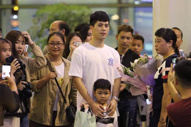 Trung vệ Đình Trọng về nước tập trung cùng U-23 Việt Nam - Ảnh 2.