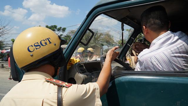 Đi ôtô không thắt dây an toàn sẽ bị phạt 200.000 đồng - Ảnh 2.