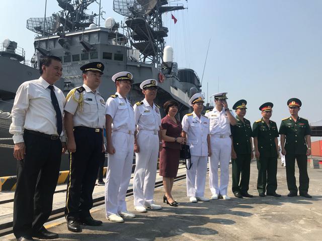 Tàu lực lượng phòng vệ trên biển Nhật Bản thăm Đà Nẵng - Ảnh 2.