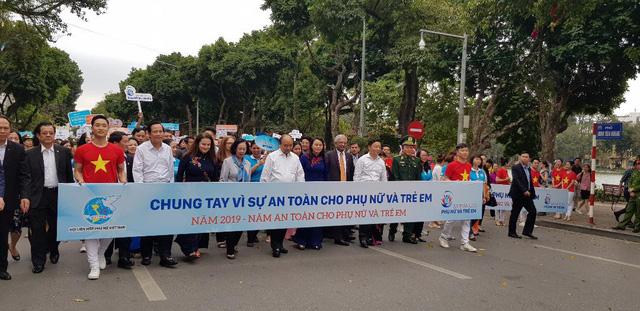 Hoa hậu Hhen Niê làm đại sứ của năm an toàn cho phụ nữ và trẻ em - Ảnh 1.