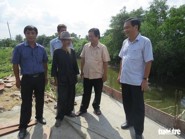 Đồng Tháp tặng smartphone cho Hai Lúa để quẹt quẹt làm nông - Ảnh 2.