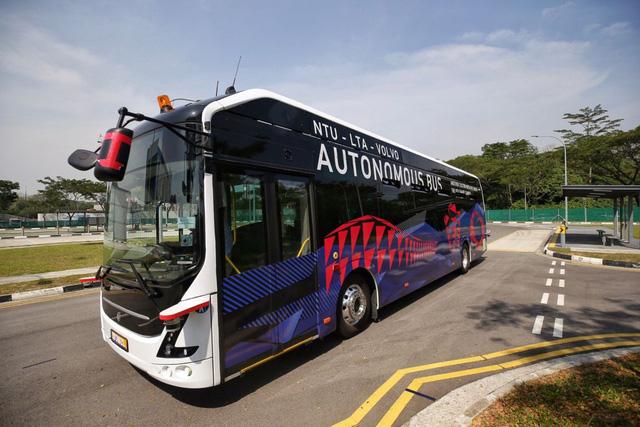 Singapore ra mắt xe bus điện không người lái đầu tiên trên thế giới - Ảnh 1.