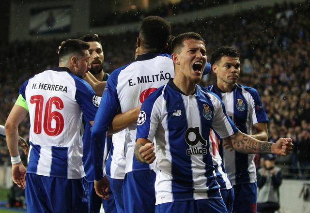 VAR 'nổ' trong hiệp phụ, Porto hạ AS Roma vào tứ kết Champions League - Ảnh 1.
