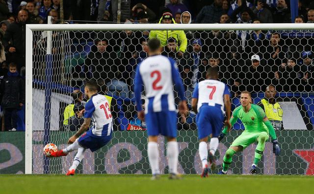 VAR 'nổ' trong hiệp phụ, Porto hạ AS Roma vào tứ kết Champions League - Ảnh 4.
