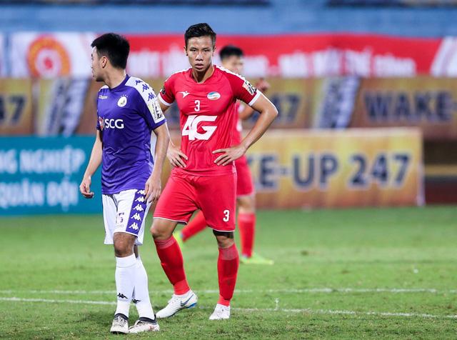 Quế Ngọc Hải bị đình chỉ thi đấu 4 trận, phạt 20 triệu - Ảnh 1.