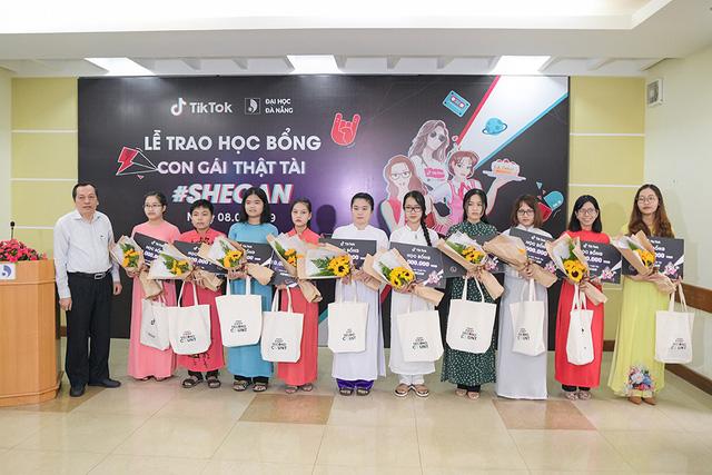 TikTok Việt Nam đồng hành cùng sinh viên nữ Đại học Đà Nẵng - Ảnh 1.