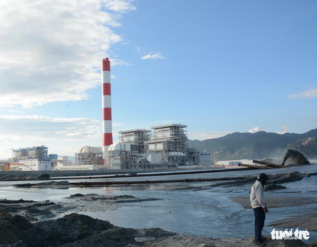 Nhiệt điện Vĩnh Tân 1 xả nước ra biển khi chưa được cấp phép - Ảnh 1.