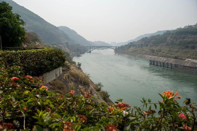 Trung Quốc đã hủy kế hoạch nổ mìn phá đá trên sông Mekong - Ảnh 1.
