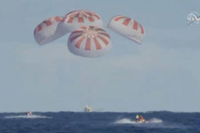 Tàu Crew Dragon trở về an toàn, NASA chuẩn bị đưa người lên ISS - Ảnh 1.