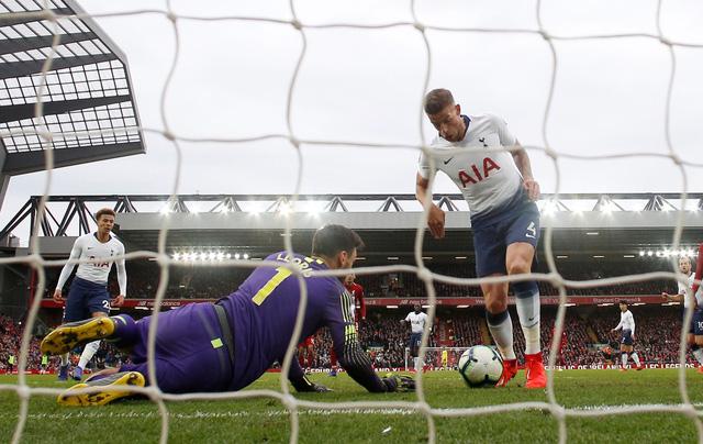 Thắng may mắn Tottenham, Liverpool đoạt lại ngôi đầu bảng - Ảnh 3.