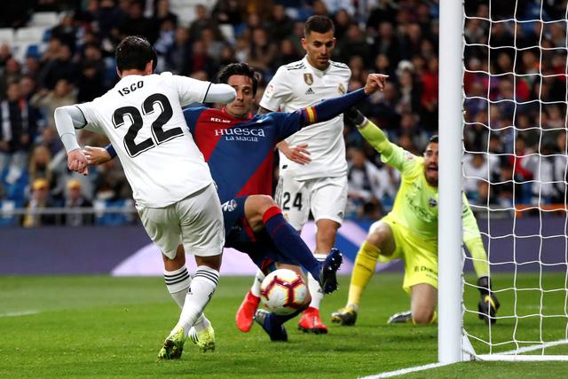 Real Madrid chật vật thắng ngược đội cuối bảng Huesca - Ảnh 2.