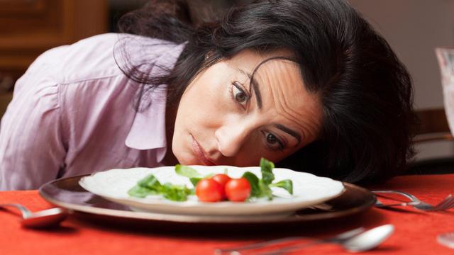 Do thói quen ăn uống, sinh hoạt không khoa học dẫn đến mọc nhiều lông