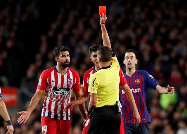 Xúc phạm mẹ trọng tài, Costa bị treo giò 8 trận - Ảnh 1.
