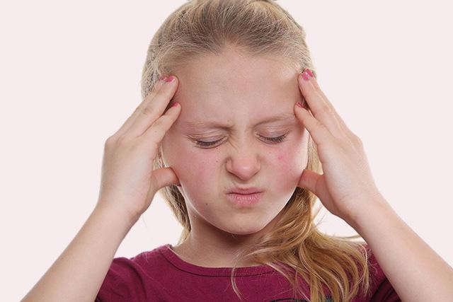 Triệu chứng đau đầu ù tai ở trẻ là bệnh gì? - Ảnh 1.