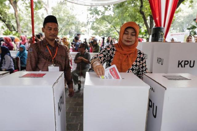 Indonesia bước vào cuộc bầu cử 1 ngày lớn nhất thế giới - Ảnh 1.
