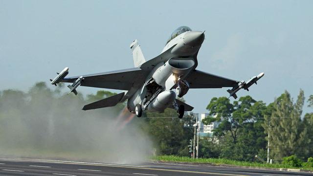 Mỹ lại bán thêm thiết bị, dịch vụ quân sự 500 triệu USD cho Đài Loan - Ảnh 1.