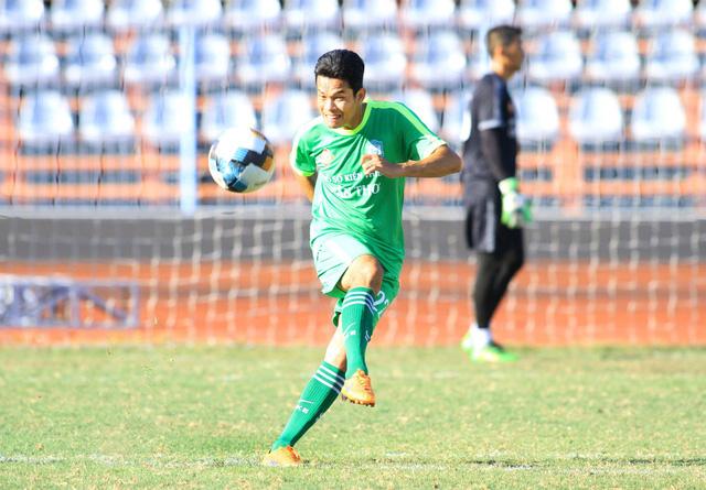 Nguyễn Văn Quân bị phạt 20 triệu, đình chỉ thi đấu đến hết lượt đi Giải hạng nhất 2019 - Ảnh 1.