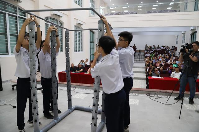 180 học sinh lớp 10 mời cha mẹ, thầy cô đầu tư kinh doanh trong trường - Ảnh 2.