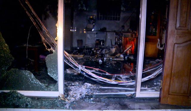 Cháy sau tiếng nổ lớn, sập mặt tiền nhà, một người chết - Ảnh 2.
