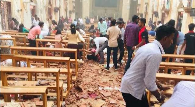 Đánh bom 3 nhà thờ Sri Lanka vào lễ Phục sinh, ít nhất 160 người chết - Ảnh 1.
