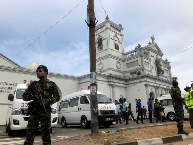 Đánh bom 3 nhà thờ Sri Lanka vào lễ Phục sinh, ít nhất 160 người chết - Ảnh 4.