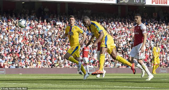 'Phơi áo' trước Crystal Palace, Arsenal gặp khó trong cuộc đua vào top 4 - Ảnh 1.
