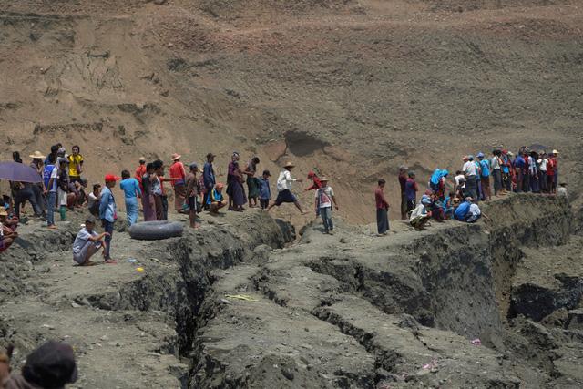 Sập hầm khai thác đá quý ở Myanmar, hơn 50 người chết - Ảnh 2.