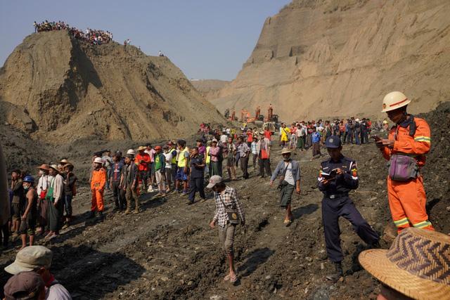 Sập hầm khai thác đá quý ở Myanmar, hơn 50 người chết - Ảnh 1.