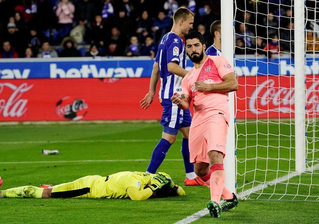 Suarez tỏa sáng, Barcelona chạm tay vào chức vô địch - Ảnh 2.