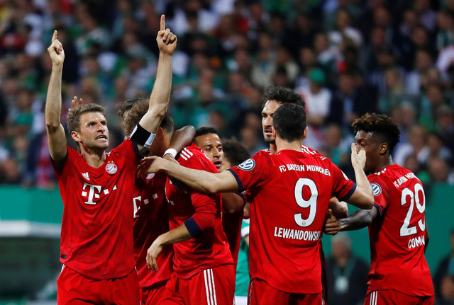 Lewandowski lập cú đúp, Bayern vào chung kết cúp quốc gia Đức - Ảnh 1.