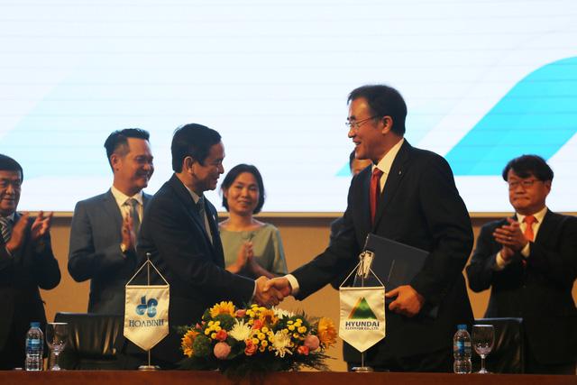 Hoà Bình ký hợp tác với Hyundai Elevator - Ảnh 1.