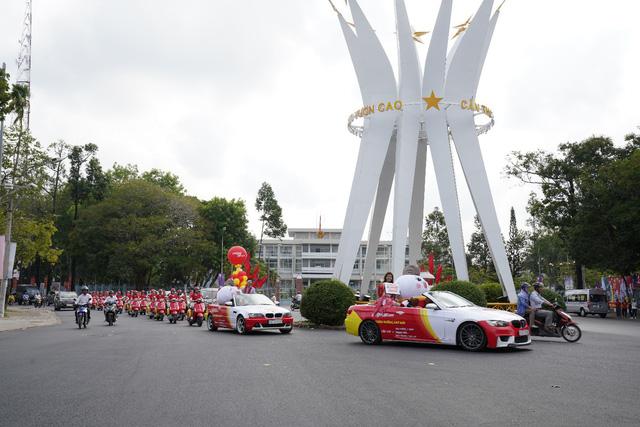 Vietjet 'diễu hành' tại Cần Thơ, chào 5 đường bay mới - Ảnh 2.