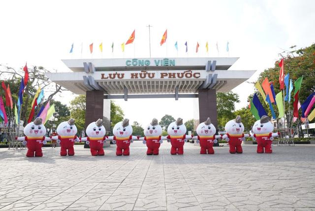 Vietjet 'diễu hành' tại Cần Thơ, chào 5 đường bay mới - Ảnh 3.