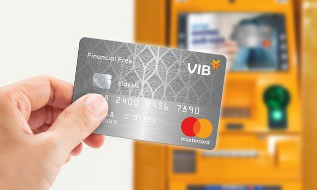 Rút tiền mặt qua thẻ tín dụng - kênh vay tiền nhanh qua ngân hàng - Ảnh 2.