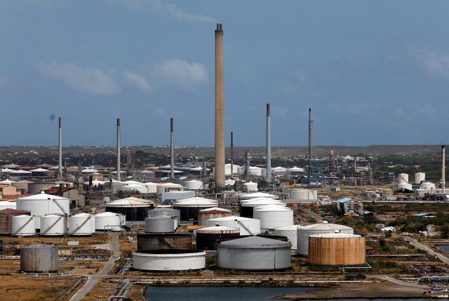 Venezuela cam kết giao dầu cho Cuba bất chấp lệnh trừng phạt - Ảnh 1.
