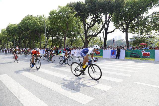 Quàng Văn Cường chiến thắng chặng 1 Giải đua xe đạp Về Điện Biên Phủ 2019 - Ảnh 1.