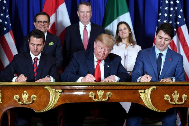 Tổng thống Mỹ dỡ bỏ thuế nhôm, thép đối với Mexico và Canada - Ảnh 1.