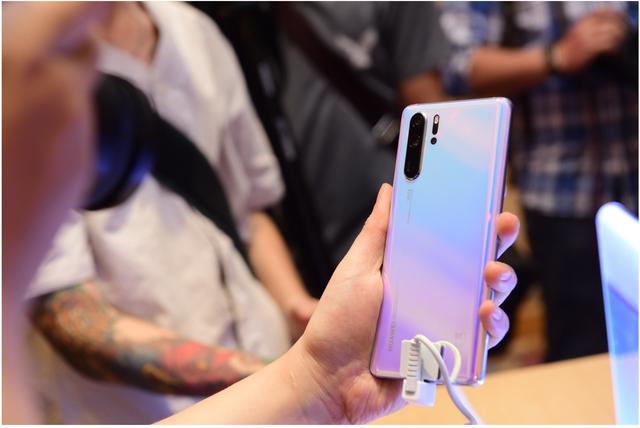 Trợ giá lên đến 4 triệu cho khách hàng lên đời Huawei P30 Series - Ảnh 3.