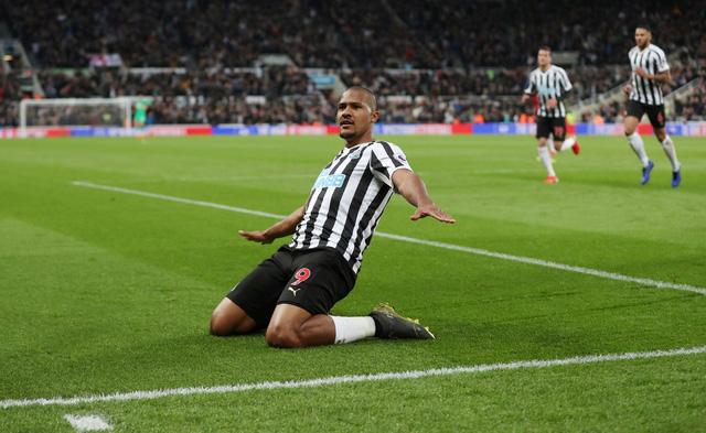 Thắng nghẹt thở Newcastle, Liverpool lại vượt lên trước M.C - Ảnh 3.