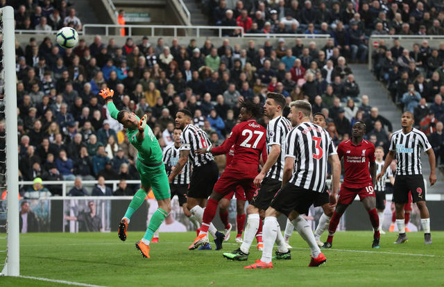Thắng nghẹt thở Newcastle, Liverpool lại vượt lên trước M.C - Ảnh 4.