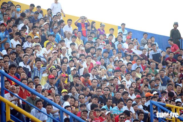 Sân Bình Dương đông kỷ lục trong ngày tiếp CLB Hà Nội - Ảnh 1.