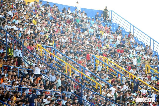 Sân Bình Dương đông kỷ lục trong ngày tiếp CLB Hà Nội - Ảnh 2.